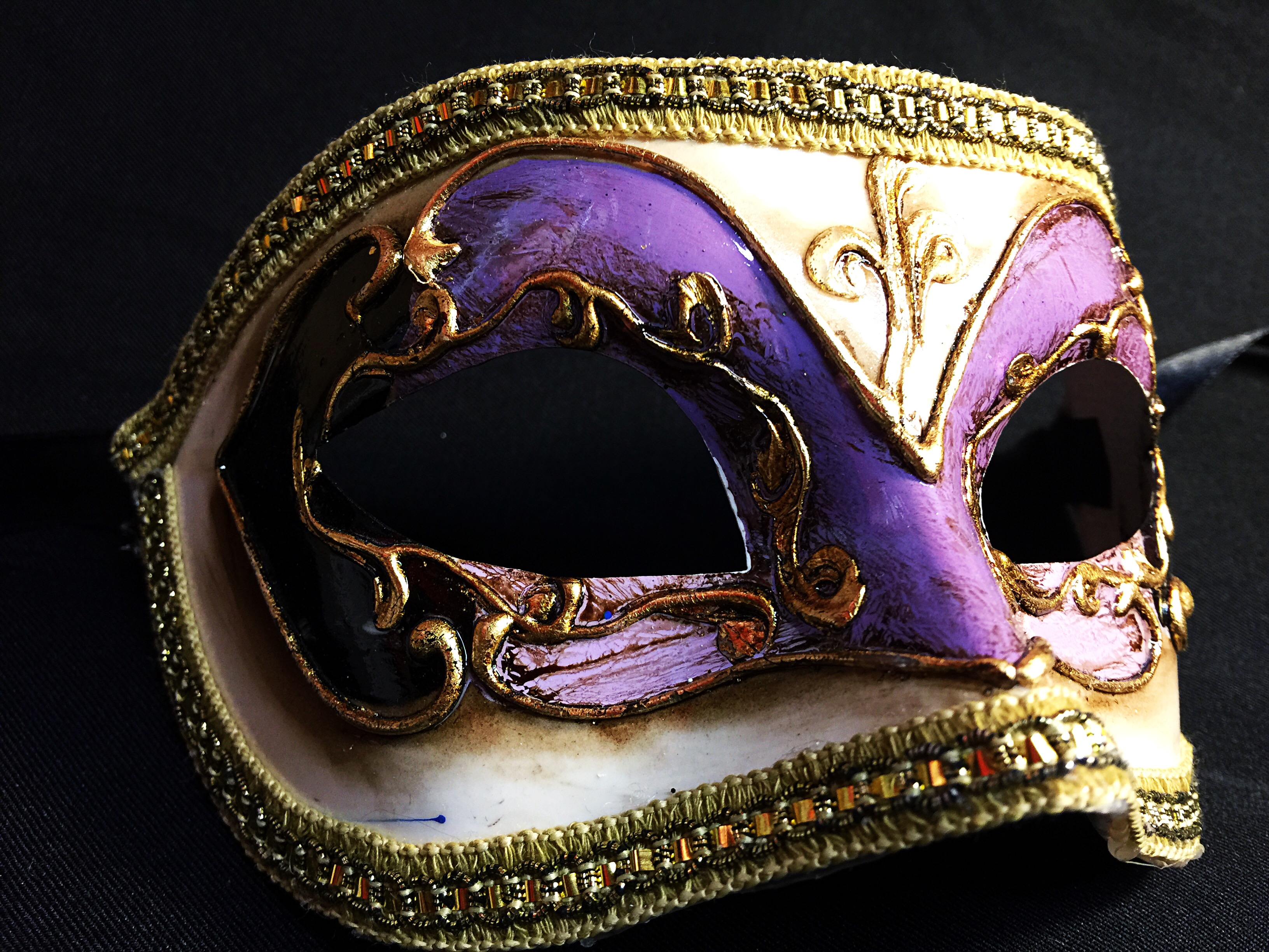 V nitien civette d cor violet lilas aux feux de la - Masque venitien decoration ...